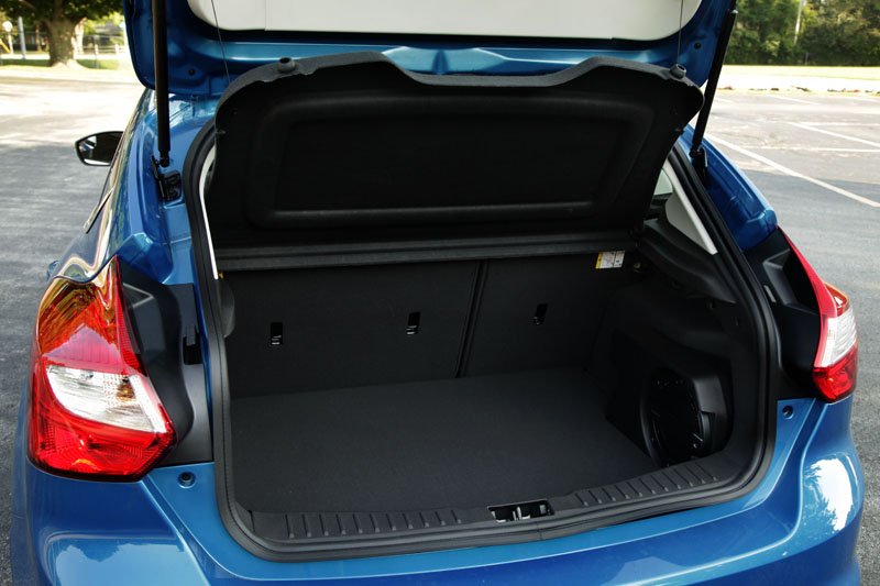 2012 ford focus hatchback cargo space Car